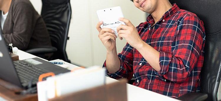 趣味のオンラインゲームで副収入!好きなことをしてお金を貯める!