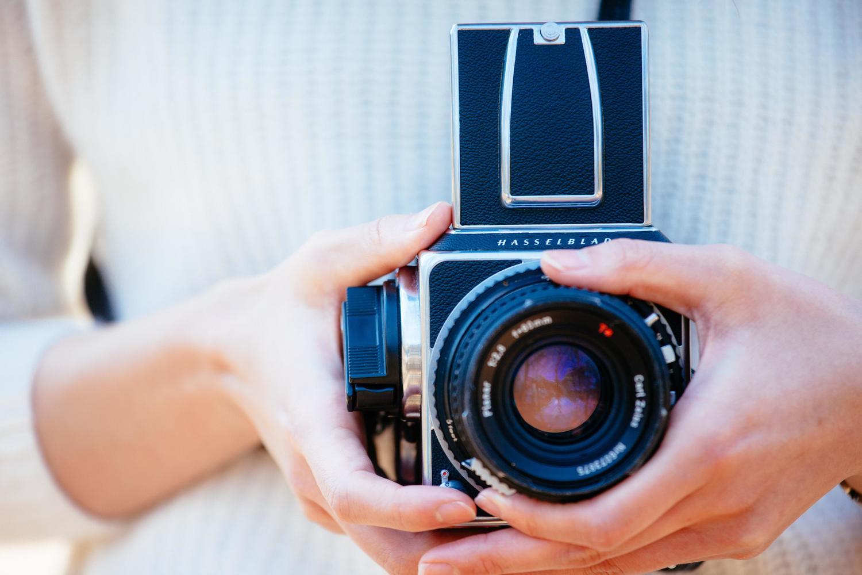 写真撮影や海外旅行が趣味の方は、趣味を生かしてお金を貯めれる方法